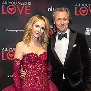 NLD/Amsterdam/20181126 - premiere All You Need Is Love, Bracha van Doesburgh en partner Daan Schuurmans