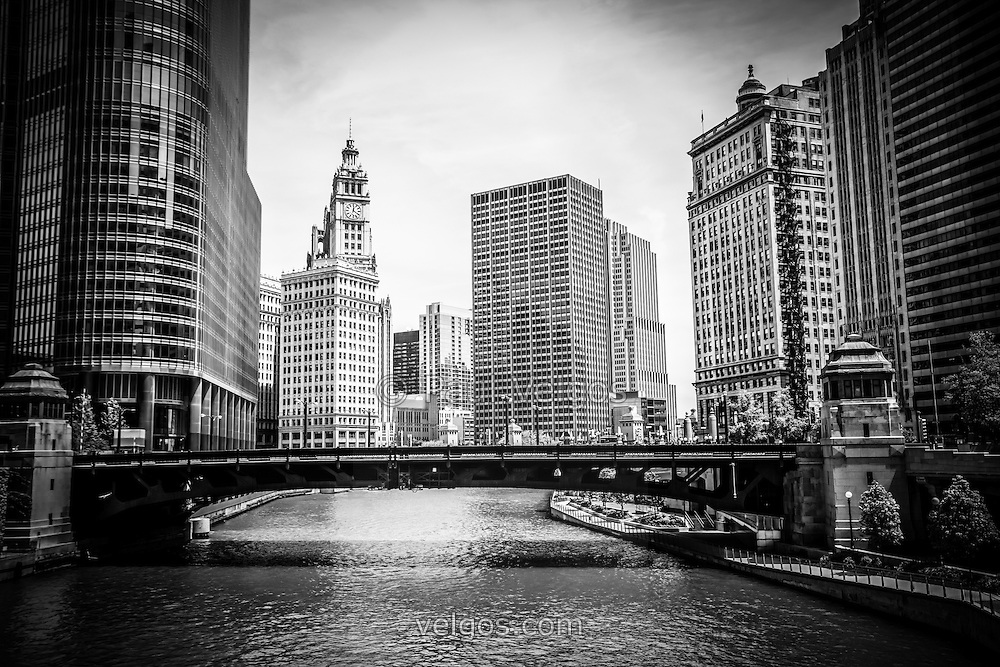 Black and white chicago skyline along the chicago river at wabash avenue bridge with the wrigley
