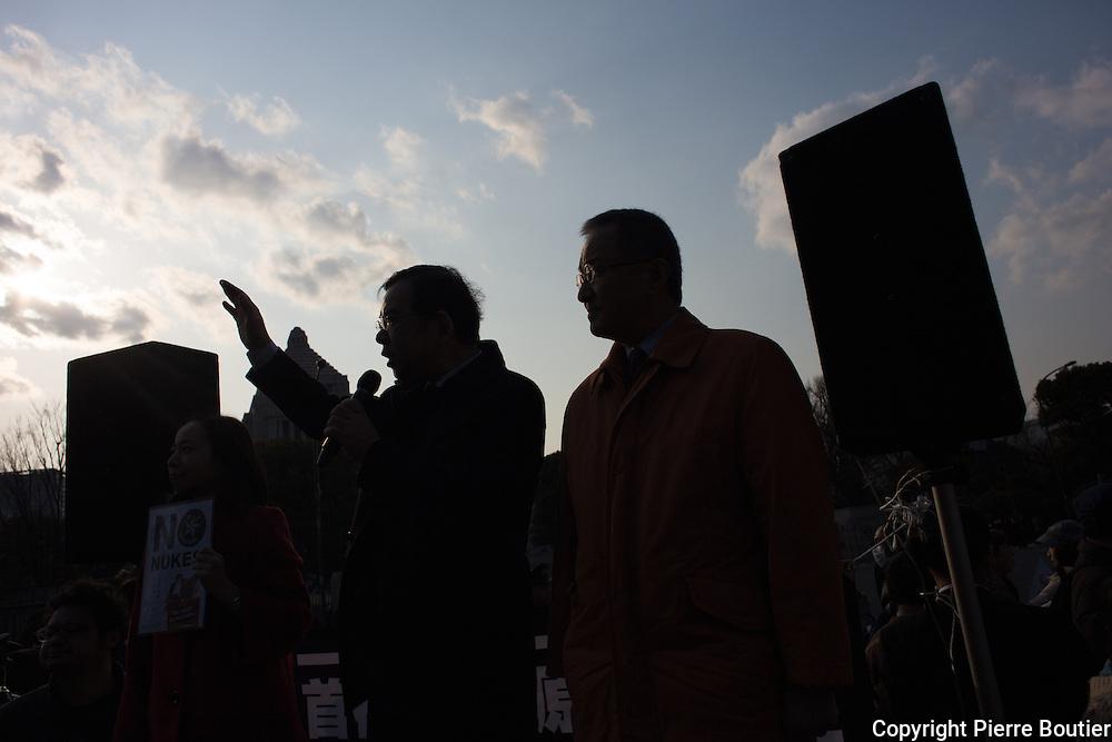 Kazuo Shi   premier secretaire du parti communiste japonais  a la manifestation contre le redemmarrage des centrales nucleaires au Japon