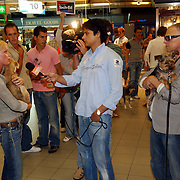 NLD/Amsterdam/20050702 - Bridget Maasland terug uit Bukarest met zwerfhonden die afgemaakt zouden worden, word geinterviewd door SBS Shownieuws