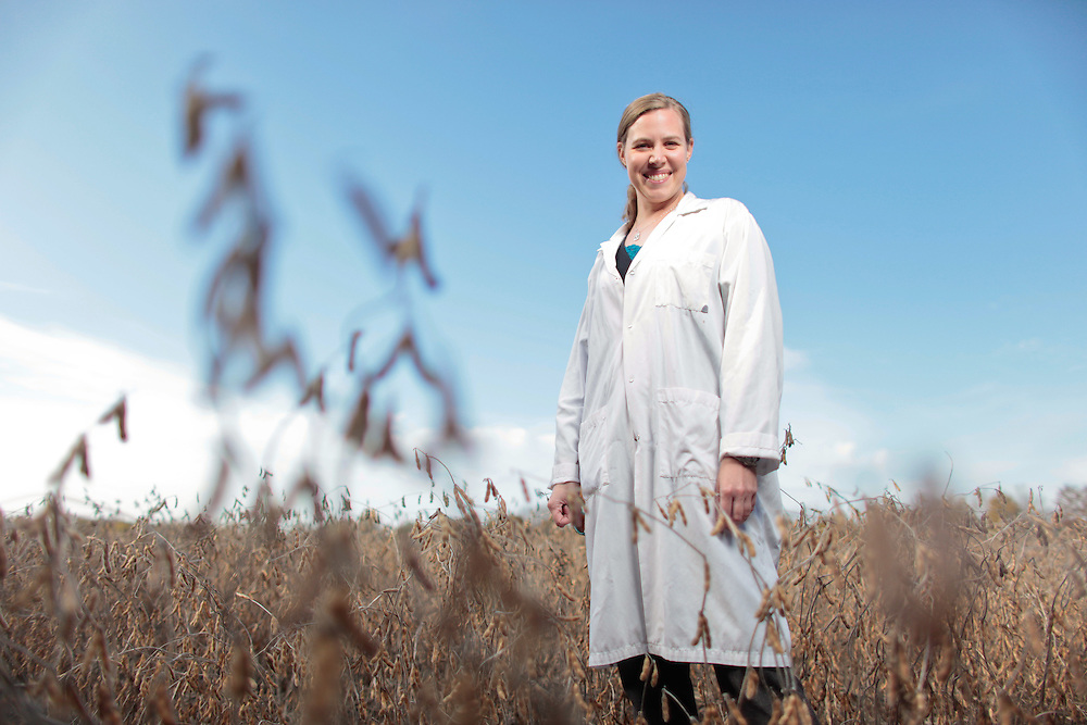 London, Ontario ---11-11-02--- Dr. Tara Gariepy, a researcher with Agriculture Canada at the Southern Crop Protection and Food Research Centre in London, Ontario stands in a crop of soybeans at the facility November 2, 2011.<br /> GEOFF ROBINS The Globe and Mail