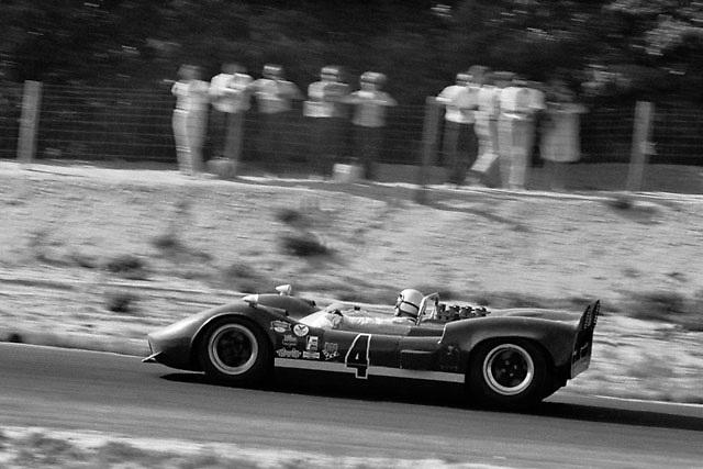 Bruce McLaren in McLaren M1b at the 1966 Bridgehampton Can-Am