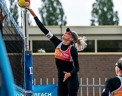 Sanne Keizer in action. From July 1, competition in the Netherlands may be played again for the first time since the start of the corona pandemic. Nevobo and Sportworx, the organizer of the DELA Eredivisie Beach volleyball, are taking this opportunity with both hands. At sunrise, Wednesday exactly at 5.24 a.m., the first whistle will sound for the DELA Eredivisie opening tournament in Zaandam on 1 July 2020 in Zaandam.