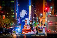 NEW YORK CITY - c Stoom komt uit de grond met de gele taxi , opyrght robin utrecht