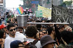 May 6, 2017 - Sao Paulo, Brazil - Hundreds of people take part in a march calling for the legalization of marijuana along Paulista Avenue in Sao Paulo, Brazil, on May 6, 2017. (Credit Image: © Fotorua/NurPhoto via ZUMA Press)