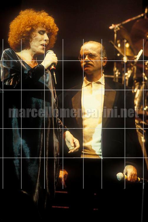Italian pop singers Ornella Vanoni and Gino Paoli performing together (1985) / I cantanti Ornella Vanoni e Gino Paoli in concerto insieme (1985) - © Marcello Mencarini