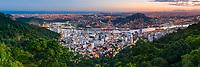 Brasil - ES - Vitoria - Panoramica - Vista do Parque da Fonte Grande com area portuaria do Centro de Vitoria ao anoitecer. Foto David Protti