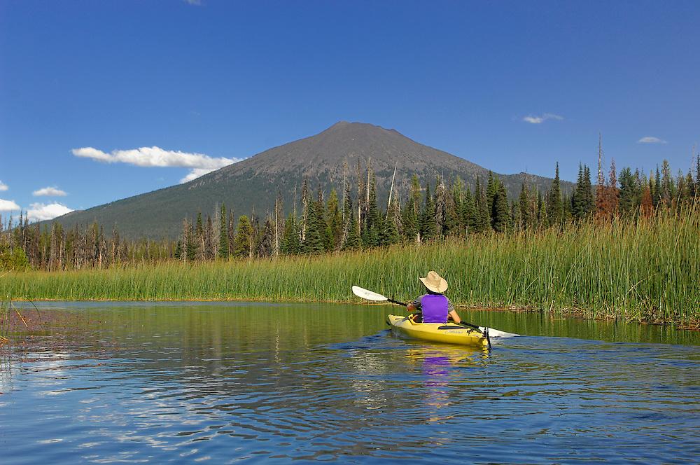 Kayaking on Hosmer Lake, Mount Bachelor, Cascade Mountains, Central Oregon, Oregon, USA