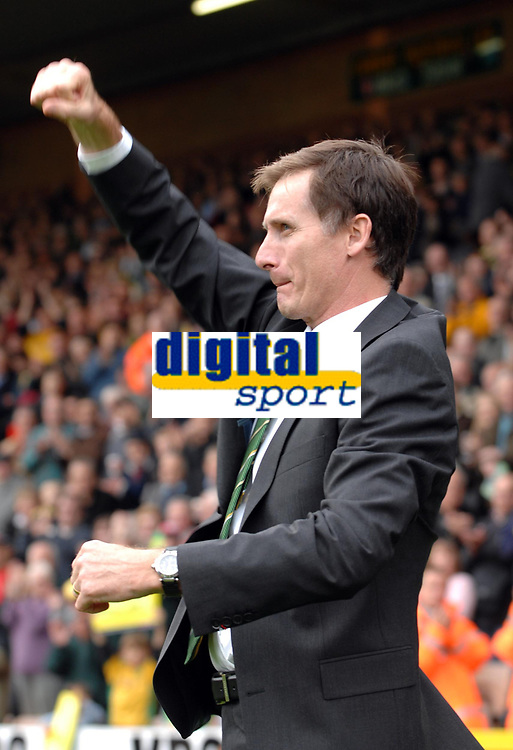 Photo: Ashley Pickering/Sportsbeat Images.<br /> Norwich City v Ipswich Town. Coca Cola Championship. 04/11/2007.<br /> Norwich's new manager Glenn Roeder