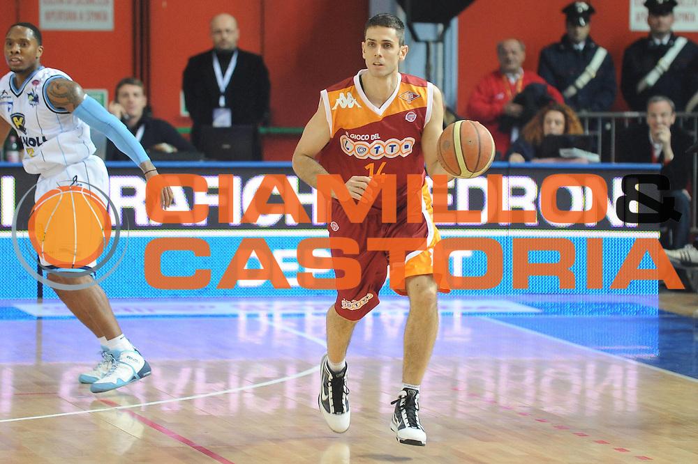 DESCRIZIONE : Cremona Lega A 2009-10 Vanoli Cremona Lottomatica Virtus Roma<br /> GIOCATORE : Rodrigo De La Fuente<br /> SQUADRA : Lottomatica Virtus Roma<br /> EVENTO : Campionato Lega A 2009-2010<br /> GARA : Vanoli Cremona Lottomatica Virtus Roma<br /> DATA : 31/01/2010<br /> CATEGORIA : Palleggio<br /> SPORT : Pallacanestro<br /> AUTORE : Agenzia Ciamillo-Castoria/GiulioCiamillo<br /> Galleria : Lega Basket A 2009-2010 <br /> Fotonotizia : Cremona Campionato Italiano Lega A 2009-2010 Vanoli Cremona Lottomatica Virtus Roma<br /> Predefinita :