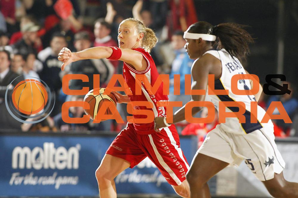 DESCRIZIONE : NAPOLI FIBA EUROPE CUP WOMEN-FIBA COPPA EUROPA DONNE 2004-2005 <br /> GIOCATORE : ZARA <br /> SQUADRA : PHARD NAPOLI <br /> EVENTO : FIBA EUROPE CUP WOMEN-FIBA COPPA EUROPA DONNE 2004-2005 <br /> GARA : FENERBAHCE SK ISTANBUL-PHARD NAPOLI <br /> DATA : 03/04/2005 <br /> CATEGORIA : Palleggio <br /> SPORT : Pallacanestro <br /> AUTORE : Agenzia Ciamillo-Castoria