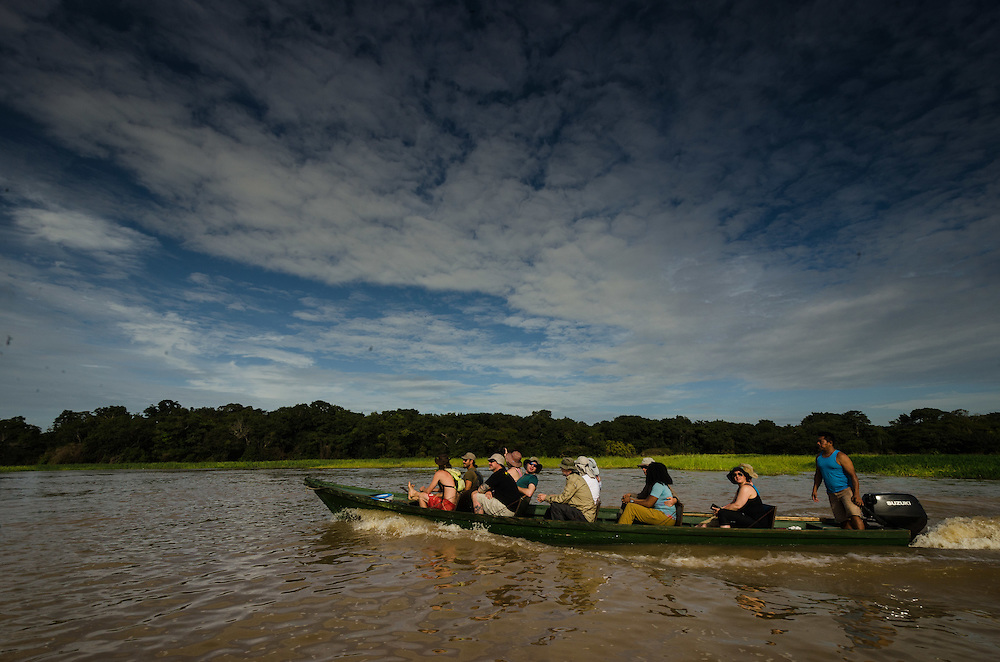 Janauari lake. Knowing the white waters environment of the Amazon river.