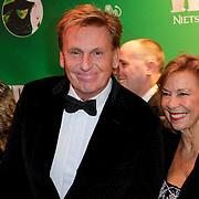NLD/Scheveningen/20111106 - Premiere musical Wicked, Henny Huisman en partner Lia van Guijk