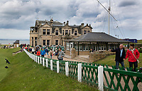 ST. ANDREWS -Schotland-GOLF. Clubhuis R&A (Royal and Ancient Golf Club of St. Andrews) aan  Old Course. COPYRIGHT KOEN SUYK