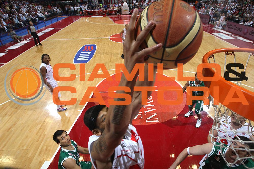 DESCRIZIONE : Milano Lega A 2008-09 Playoff Finale Gara 3 Armani Jeans Milano Montepaschi Siena<br /> GIOCATORE : Mike Hall<br /> SQUADRA : Armani Jeans Milano<br /> EVENTO : Campionato Lega A 2008-2009 <br /> GARA : Armani Jeans Milano Montepaschi Siena<br /> DATA : 14/06/2009<br /> CATEGORIA : tiro special curiosita<br /> SPORT : Pallacanestro <br /> AUTORE : Agenzia Ciamillo-Castoria/C.De Massis