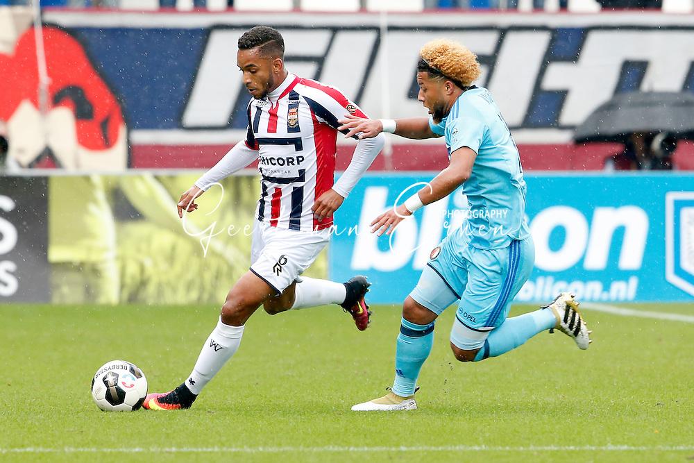 02-10-2016 VOETBAL:WILLEM II - FEYENOORD:TILBURG<br /> Tonny Vilhena van Feyenoord in duel met Funso Ojo van Willem II <br /> <br /> <br /> Foto: Geert van Erven