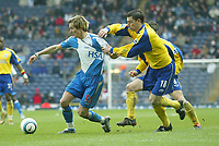 Photo Aidan Ellis, Digitalsport<br /> Blackburn Rovers v Southampton.<br /> Ewood Park.<br /> FA Barclays Premiership.<br /> 09/04/2005.<br /> Blackburn's Morten Gamst Pedersen battles with Southampton's Rory Delap