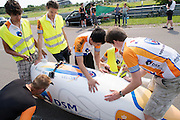Alwin Visker wenst Wil Baselmans veel succes met zijn recordpoging. HPT Delft en Amsterdam is in Senftenberg voor de recordpogingen op de Dekra baan.<br />