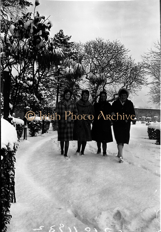 13/01/1963<br /> 01/13/1963<br /> 13 January 1963<br /> Snow scenes from St Arnaud's, Merrion Road, Ballsbridge,  Kiliney and Dun Laoghaire, Co. Dublin. Four ladies take a walk in the snow.