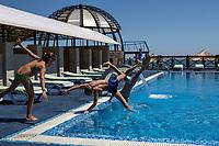 """Фотосъемка для отеля """"Ореанда"""", Украина. Сюжетная съемка возле бассейна."""