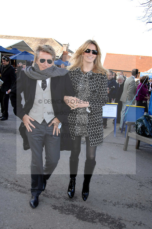 ROD STEWART and his wife PENNY at the 2007 Hennessy Gold Cup held at Newbury racecourse, Berkshire on 1st December 2007.<br /><br />NON EXCLUSIVE - WORLD RIGHTS