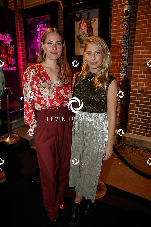 AMSTERDAM - In club Panama zijn de Elle Style Awards 2017 gehouden. Met hier op de rode loper Sanne Langelaar en Sarah Chronis. FOTO LEVIN & PAUL PHOTOGRAPHY VOF