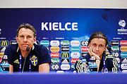 KIELCE, POLEN 2017-06-15<br /> H&aring;kan Ericsson och Kristoffer Olsson under U21 landslagets presskonferens p&aring;  Arena Kielce den 15 juni 2017.<br /> Foto: Nils Petter Nilsson/Ombrello<br /> Fri anv&auml;ndning f&ouml;r kunder som k&ouml;pt U21-paketet.<br /> Annars Betalbild.<br /> ***BETALBILD***