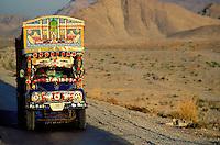 Pakistan, Balouchistan, Camion peint // Colored truck in Balouchistan province, Pakistan