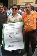 Roma 11 Settembre 2008.Manifestazione dei lavoratori dell'Alitalia davanti al Ministero del Lavoro durante l'incontro tra governo e parti sociali per il salvataggio dell'Alitalia..Employees of the Italian carrier Alitalia protest in front of the Italian Labour ministry