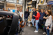 In de D:Dreamhall in Delft maken de atleten (links Kees, Thijmen, Emiel en Joris) kennis met het team. In september wil het Human Power Team Delft en Amsterdam, dat bestaat uit studenten van de TU Delft en de VU Amsterdam, tijdens de World Human Powered Speed Challenge in Nevada een poging doen het wereldrecord snelfietsen voor tandems te verbreken met de VeloX XT, een gestroomlijnde ligfiets. Het record staat sinds 2019 op 120,26 km/u<br /> <br /> In Delft he athletes meet the team for the first time. With the VeloX XT, a special recumbent bike, the Human Power Team Delft and Amsterdam, consisting of students of the TU Delft and the VU Amsterdam, also wants to set a new tandem world record cycling in September at the World Human Powered Speed Challenge in Nevada. The current speed record is 120,26 km/h, set in 2019.
