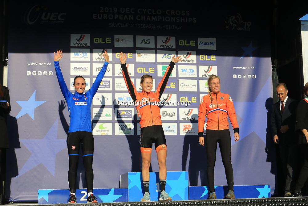 10-11-2019: Wielrennen: Europees Kampioenschap Veldrijden: Silvelle<br />Yara Kastelijn pakt de titel bij de vrouwen voor Eva Lechner, Annemarie WOrst