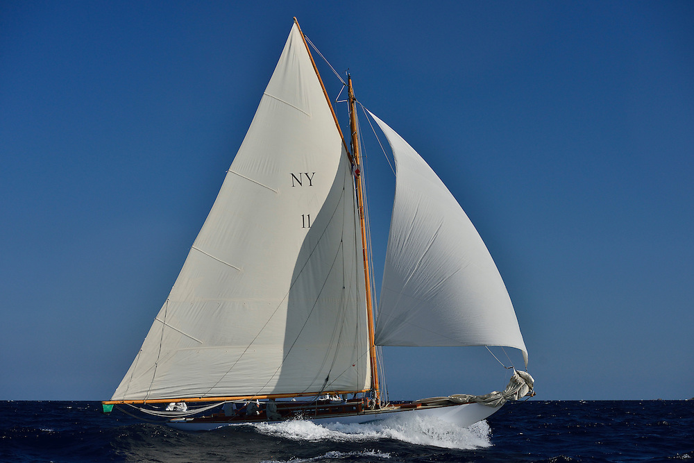 France Saint - Tropez October 2013, Classic yachts racing at the Voiles de Saint - Tropez<br /> <br /> C,NY11,ORIOLE,&quot;14,1&quot;,NY30 AURIQUE/1905,HERRESHOFF