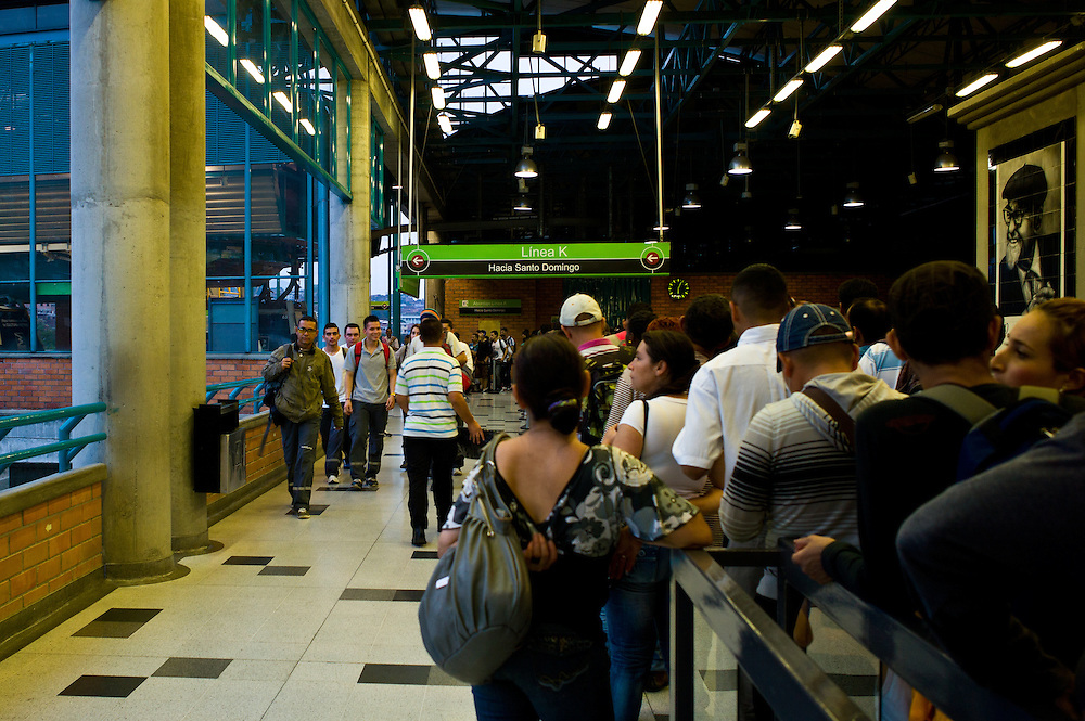 Rush hour at Acevedo station on the Medellîn Metro.