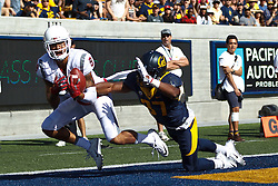 BERKELEY, CA - OCTOBER 03:  Wide receiver Gabe Marks #9 of the Washington State Cougars catches a pass for a touchdown past cornerback Cedric Dozier #37 of the California Golden Bears during the third quarter at California Memorial Stadium on October 3, 2015 in Berkeley, California. The California Golden Bears defeated the Washington State Cougars 34-28. (Photo by Jason O. Watson/Getty Images) *** Local Caption *** Gabe Marks; Cedric Dozier