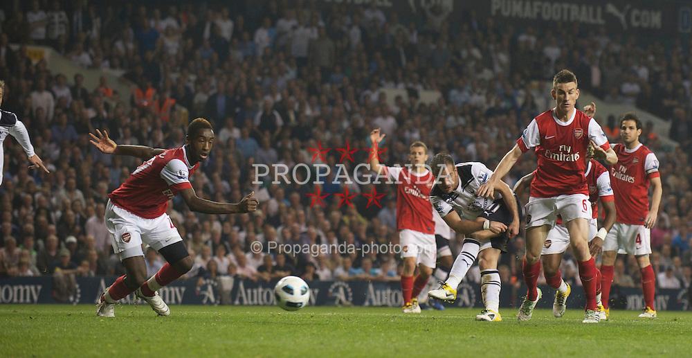 LONDON, ENGLAND - Wednesday, April 20, 2011: Tottenham Hotspur's Rafael van der Vaart shoots against Arsenal during the Premiership match at White Hart Lane. (Photo by David Rawcliffe/Propaganda)