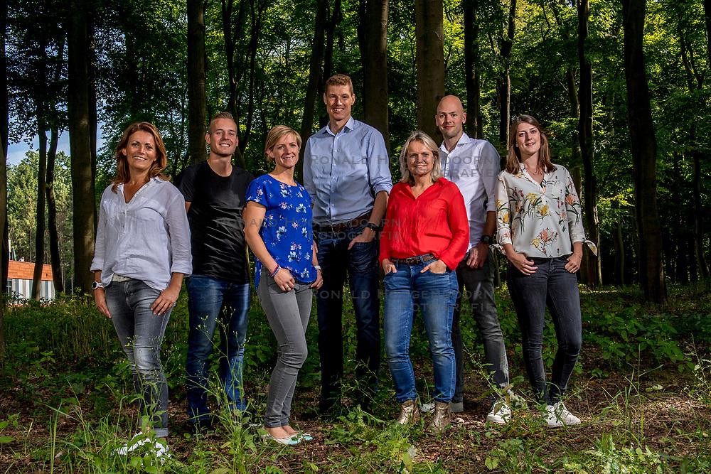 04-09-2017 NED: BvdGF team, Zeist<br /> Photoshoot met het team van de BvdGF 2017 / Marielle, Rick, Maartje, Bas, Petra, Jeroen en Hannah
