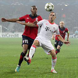 23.10.2012, Grand Stade Lille Metropole, Lille, OSC Lille vs FC Bayern Muenchen, im Bild Djibril SIDIBE (OSC Lille - 15) im Zweikampf mit Franck RIBERY (FC Bayern Muenchen - 7) // during UEFA Championsleague Match between Lille OSC and FC Bayern Munich at the Grand Stade Lille Metropole, Lille, France on 2012/10/23. EXPA Pictures © 2012, PhotoCredit: EXPA/ Eibner/ Ben Majerus..***** ATTENTION - OUT OF GER *****