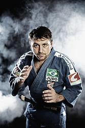 João Derly de Oliveira Nunes Júnior (Porto Alegre, 2 de junho de 1981) é um judoca brasileiro da categoria meio-leve. Atleta da SOGIPA, João Derly foi o primeiro brasileiro da modalidade a conquistar uma medalha de ouro em um campeonato mundial da categoria principal (sênior). O feito foi alcançado no Campeonato Mundial de Judô de 2005, na cidade do Cairo. FOTO: Jefferson Bernardes/Preview.com