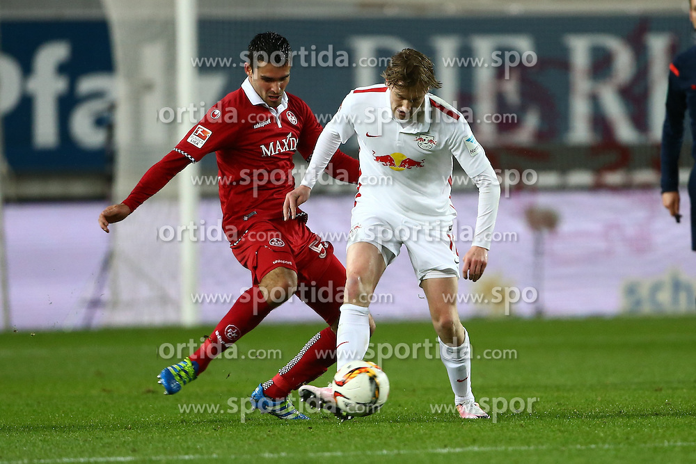 25.04.2016, Fritz Walter Stadion, Kaiserslautern, GER, 2. FBL, 1. FC Kaiserslautern vs RB Leipzig, 31. Runde, im Bild Sascha Mockenhaupt (1.FC Kaiserslautern) im Zweikampf mit Emil Forsberg (Red Bull Leipzig) // during the 2nd German Bundesliga 31th round match between 1. FC Kaiserslautern vs RB Leipzig at the Fritz Walter Stadion in Kaiserslautern, Germany on 2016/04/25. EXPA Pictures &copy; 2016, PhotoCredit: EXPA/ Eibner-Pressefoto/ Neis<br /> <br /> *****ATTENTION - OUT of GER*****