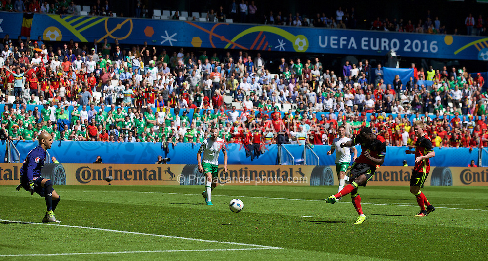 BORDEAUX, FRANCE - Saturday, June 18, 2016: Belgium's Romelu Lukaku scores his sides third goal against Republic of Ireland to make the score 3-0 during the UEFA Euro 2016 Championship Group E match against the Republic of Ireland at Stade de Bordeaux. (Pic by Paul Greenwood/Propaganda)