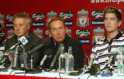 LIVERPOOL, ENGLAND - Thursday, July 10, 2003: Liverpool FC's manager Gerard Houllier (c) and Chief-Executive Rick Parry (l) with new signing Harry Kewell at a press conference at Anfield. (Pic by David Rawcliffe/Propaganda)