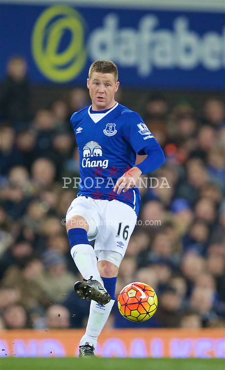 LIVERPOOL, ENGLAND - Wednesday, February 3, 2016: Everton's James McCarthy in action against Newcastle United during the Premier League match at Goodison Park. (Pic by David Rawcliffe/Propaganda)