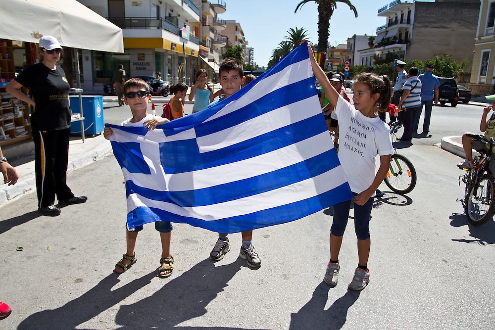 September 28 2013, Sparta city, Peloponnese, Greece - The children of the Greek athlete Vangelis Bakas, waiting for their father to arrive at the finish line during the 31st Spartathlon marathon, a historic ultra-distance foot race that takes place each September in Greece. Over 330 long distance runners from 35 countries followed the footsteps of ancient Athenian long distance runner Pheidippides and crossed 246 kilometers from Athens to Sparta during this year&rsquo;s race on 27-28 September 2013.<br />