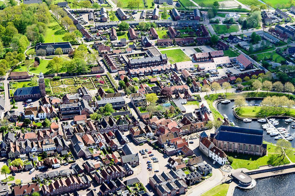 Nederland, Overijssel, Gemeente Steenwijkerland, 07-05-2015; Vollenhoven met in het centrum de Grote of Sint Niklaaskerk (laat-gotische hallenkerk), links de Kleine of Lieve Vrouwkerk. Park Old Ruitenborgh in de achtergrond.<br /> View on the village of Vollenhove <br /> luchtfoto (toeslag op standard tarieven);<br /> aerial photo (additional fee required);<br /> copyright foto/photo Siebe Swart