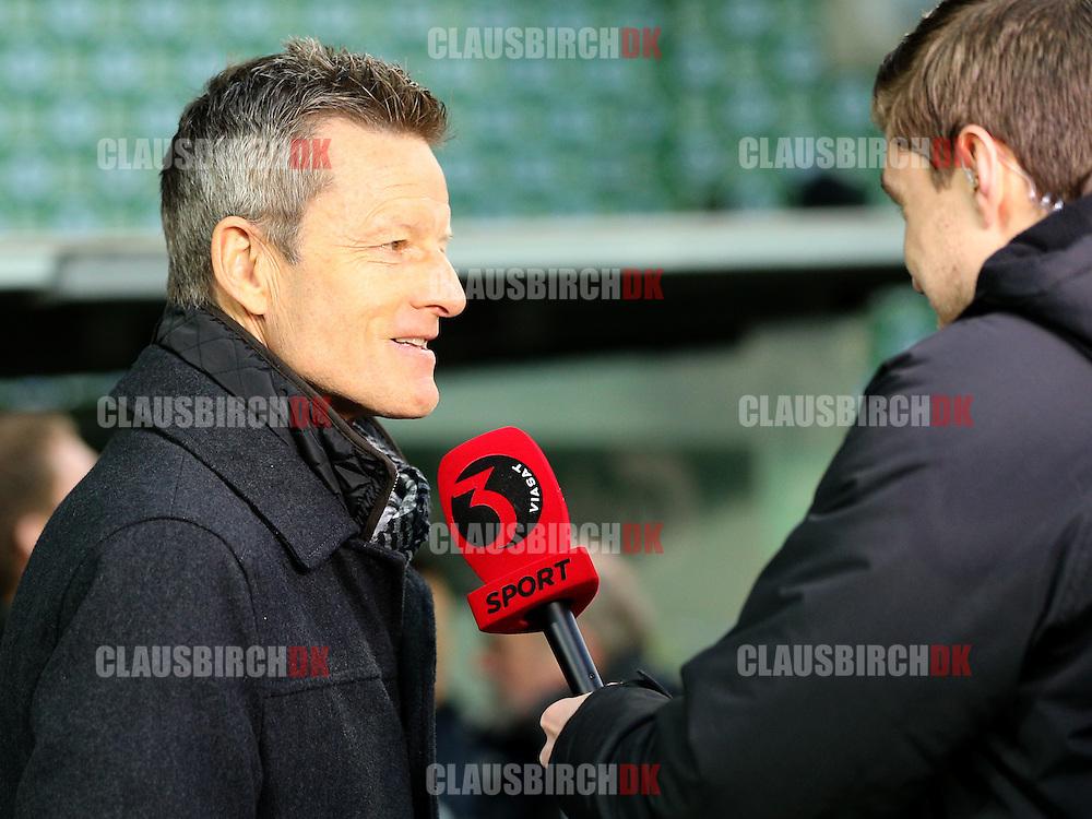 Cheftræner Lars Søndergaard (SønderjyskE) interviewes til TV3 Sport.