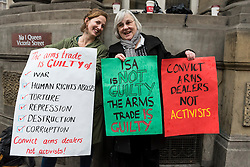 © Licensed to London News Picture 04/11/2016.  London, UK.  4 November 2016.  Supporters gather outside the City of London Magistrates' Court to show solidarity with Bahraini activist Isa, ahead of his court hearing today.  In July 2016, Isa was arrested during protests against the Farnborough International arms fair's gala dinner at the Science Museum as he campaigned to hold the UK government to account over weapons sales. Photo credit : Stephen Chung/LNP
