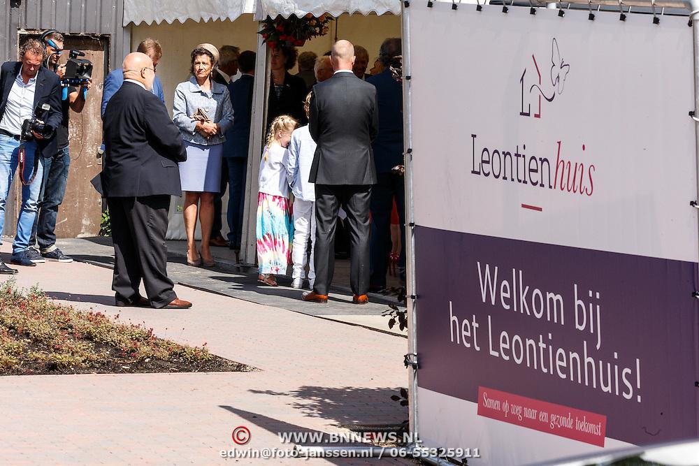 NLD/Zevenhuizen/20150709 -  Koningin Maxima opent het Leontienhuis, een initiatief van oud-wielrenster Leontien Zijlaard-van Moorsel,