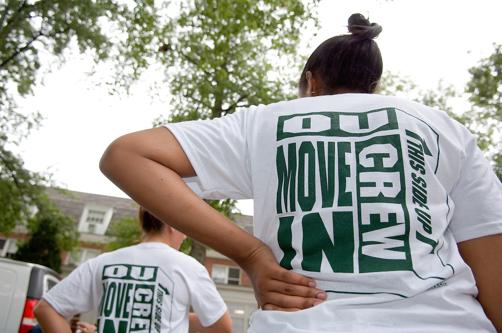 Student Move in Day on 8/31/06.Jessica Carter & Erin Graf help move in Erin Ferland, and Father Mark Ferland