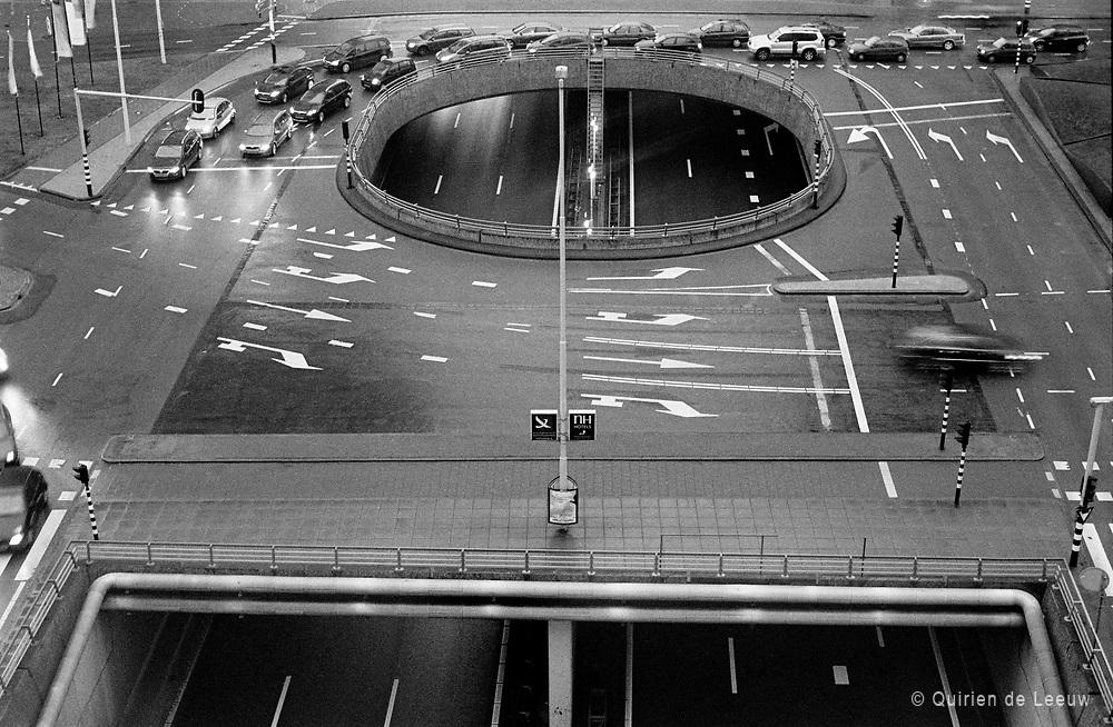 Het wegennet Schenkkade en Utrechtsebaan in Den Haag om 5 uur s' middags.