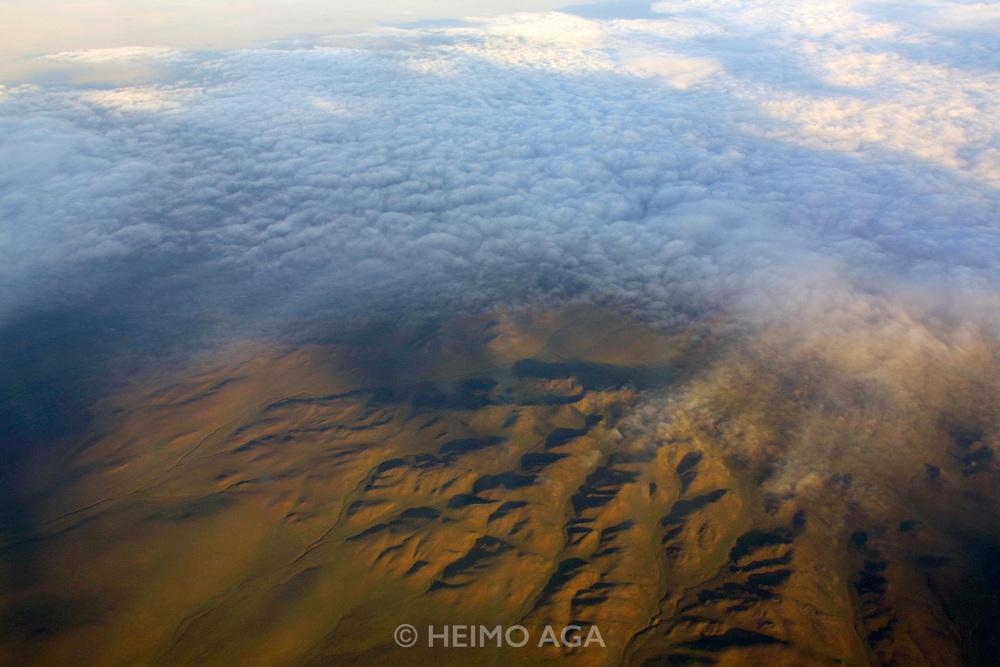 GOBI DESERT, MONGOLIA..08/23/2001.MIAT flight Ulan Bator - Juulchin Gobi tourist camp..(Photo by Heimo Aga)